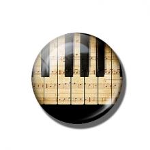 מגנט מגניב בעיצוב קלידי פסנתר piano