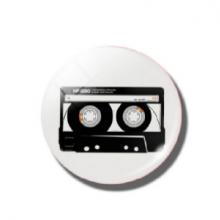 מגנט רטרו מגניב בעיצוב קסטה קלטת Cassette tape