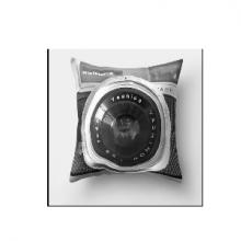 כרית מהממת בהדפס מצלמת רטרו שחור - אפור זום