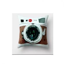 כרית מהממת בהדפס מצלמת רטרו חום -לבן
