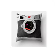 כרית מהממת בהדפס מצלמת רטרו שחור אפור