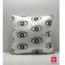 כרית עיניים בגווני שחור לבן